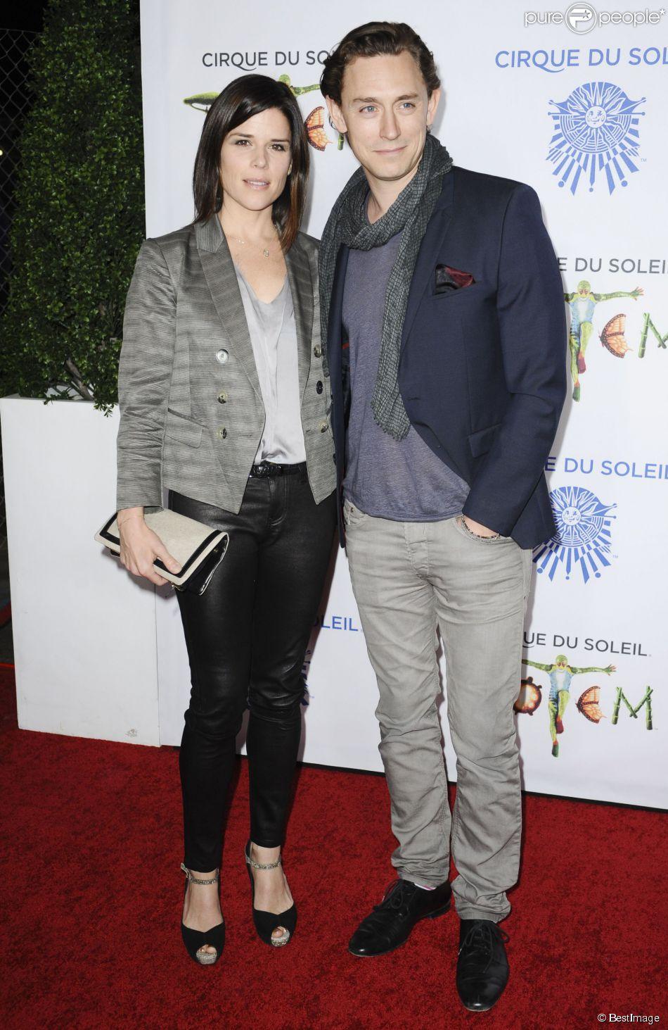 Neve Campbell et son compagnon JJ Feild au spectacle Totem du Cirque du Soleil à Santa Monica, le 21 janvier 2014.