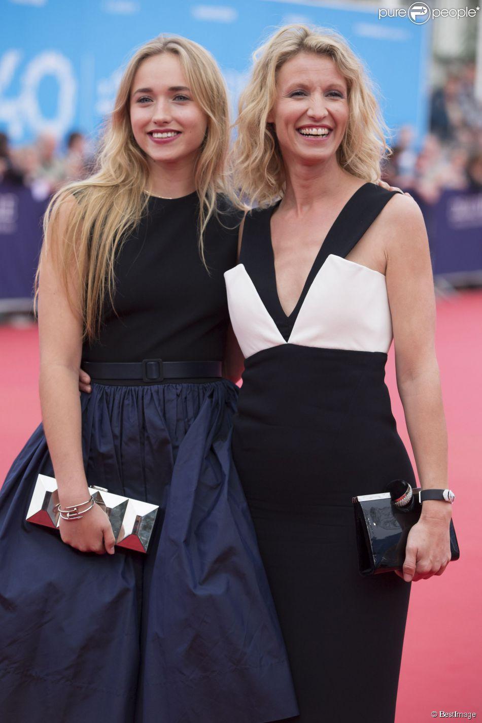 Alexandra lamy avec sa fille chlo jouannet c r monie d for Jean dujardin fille