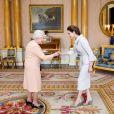 Angelina Jolie a été décorée du titre de Dame grand-croix de l'ordre de St Michael et St George pour son engagement contre les violences faites aux femmes en temps de guerre, la plus haute distinction civile du Royaume-Uni, au palais de Buckingham à Londres, le 10 octobre 2014