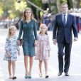 La reine Letizia d'Espagne et ses filles les princesses Leonor et Sofia, escortées par le chef du gouvernement Mariano Rajoy  lors de la fête nationale espagnole, à Madrid, le 12 octobre 2014.