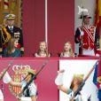Le roi Felipe VI d'Espagne, entouré de sa femme la reine Letizia et de leurs filles Leonor, princesse des Asturies, et Sofia, présidait pour la première fois de son règne les célébrations de la Fête nationale espagnole, le 12 octobre 2014 à Madrid.