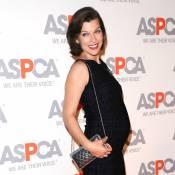 Milla Jovovich, enceinte : De toute beauté en compagnie de Kaley Cuoco