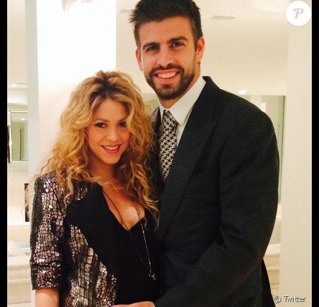 Shakira, enceinte, et Gerard Piqué lors des 100 ans de la marque Puig à Barcelone le 22 octobre 2014.