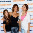 Brooke Burke prend la pose avec ses filles lors de l'événement sportif Skechers Pier to Pier Friendship Walk à Manhattan Beach, le 26 octobre 2014.