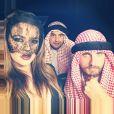 """"""" Khloé Kardashian déguisée en chaton sexy avec Scott Disick déguisé en cheikh pour Halloween, le 31 octobre 2014. """""""