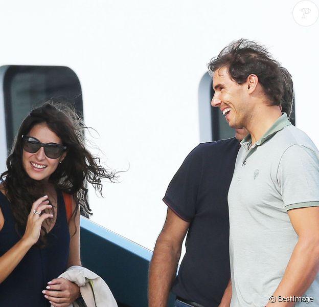 Rafael Nadal et sa belle Xisca visiblement séduits par le Blue Ice, à Cannes, le 15 octobre 2014, un yacht de luxe à vendre pour 27,9 millions d'euros