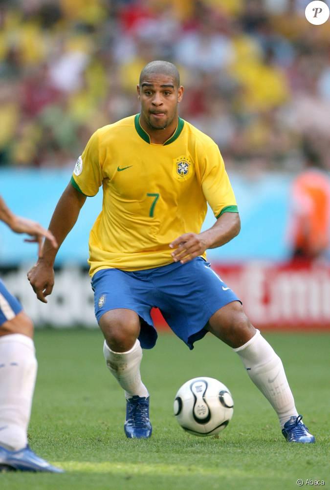 Adriano lors de la coupe du monde 2006 entre la france et l 39 australie l 39 allianz arena de - Musique coupe du monde 2006 ...