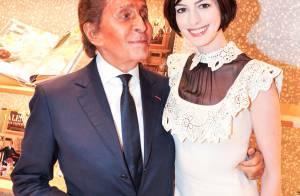 Anne Hathaway : Poupée romantique avec le créateur Valentino, maître du luxe