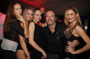 Jean-Michel Maire : Entouré de femmes sexy pour son anniversaire