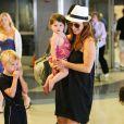 Poppy Montgomery, sa fille Violet Grace et son fils Jackson à l'aéroport LAX de Los Angeles le 1er août 2014