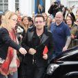 """Bono - Arrivée des people à l'enregistrement """"Band Air 30"""" pour venir en aide des victimes du virus Ebola, à Londres, le 15 novembre 2014."""