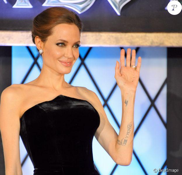 """Angelina Jolie assiste à la première du film """"Maleficent"""" à Tokyo le 23 juin 2014."""