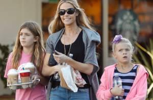 Denise Richards, maman naturelle et stylée : Pause café relax avec Sam et Lola