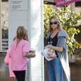 Denise Richards dans les rues de Los Angeles, en compagnie de ses filles Sam et Lola, le 27 novembre 2014.