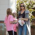 Denise Richards à Los Angeles avec ses filles Sam et Lola, le 27 novembre 2014.