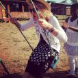 Madonna s'amuse avec sa fille Mercy au Malawi, novembre 2014.
