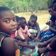 Mercy (au centre), la fille de Madonna, au Malawi, novembre 2014.