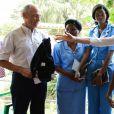 Madonna et Mercy James discutent avec des médecins de Queen Elizabeth Central Hospital à Blantyre, Malawi, le 27 novembre 2014