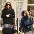 Liv Tyler, enceinte, avec son fils Milo, à New York le 2 décembre 2014