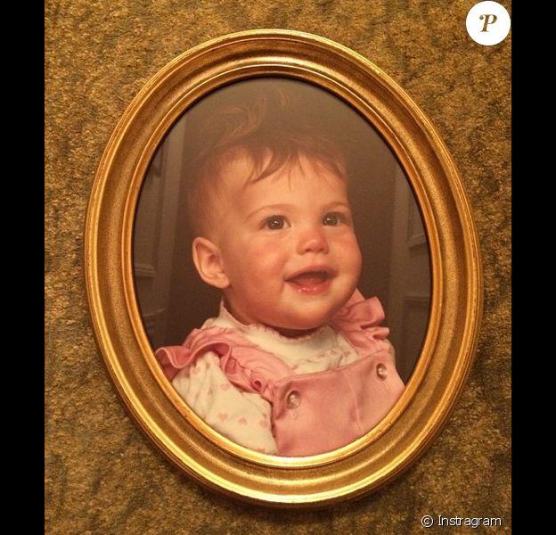 """Liv Tyler dévoile sur son compte Instagram des photos d'elle petite dénichées dans """"la maison de mamie"""""""