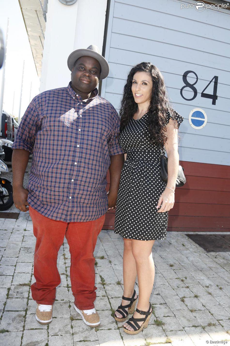 Issa Doumbia et son amie Caroline lors du 16e festival de la fiction TV de La Rochelle le 12 septembre 2014
