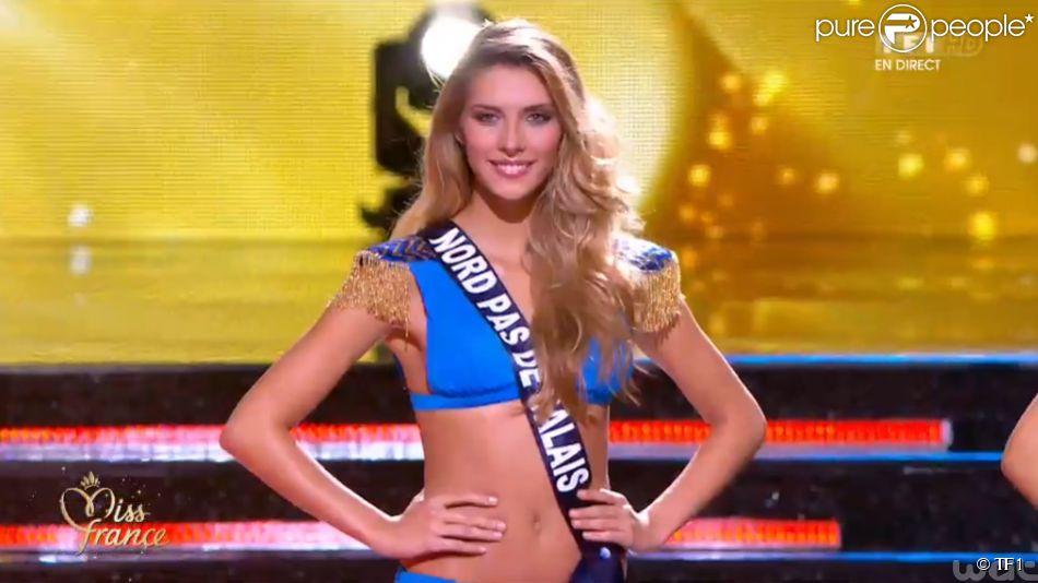 Camille Cerf (Miss Nord-Pas-de-Calais) en bikini, lors de la cérémonie de Miss France 2015 sur TF1, le samedi 6 décembre 2014.