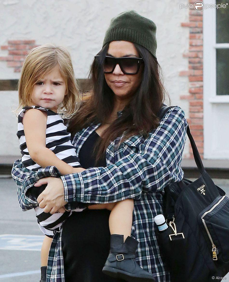 Kourtney Kardashian et sa fille Penelope (2 ans), à Calabasas le 7 décembre 2014.