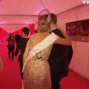 Camille Cerf : Tendre baiser et câlins discrets avec son chéri Maxime