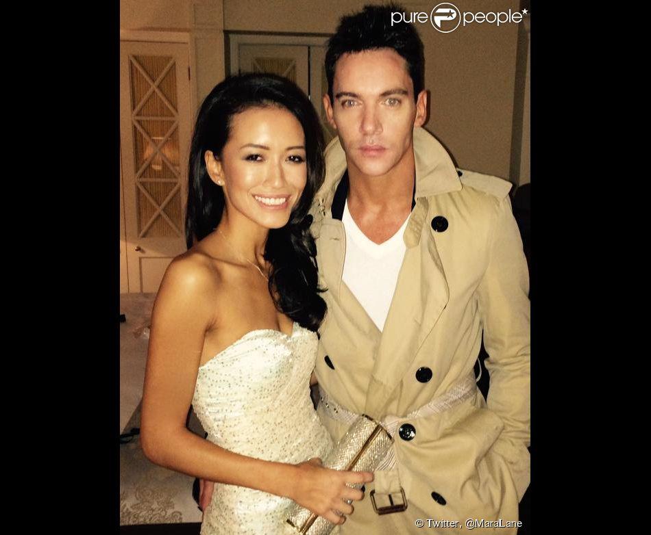 Mara Lane et son chéri Jonathan Rhys-Meyers posent ensemble. Les deux tourtereaux se sont fiancés selon E! News.