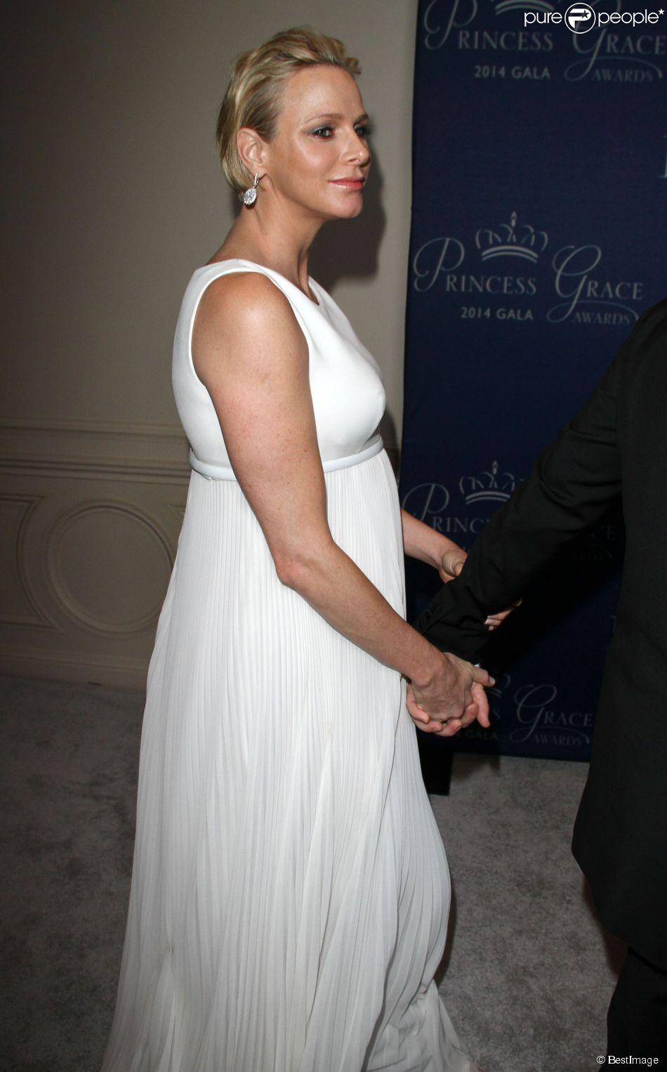La princesse charlene de monaco tait blouissante en robe for Robes blanches simples pour le mariage de palais de justice