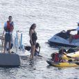 Kimora Lee Simmons, enceinte, profite de ses vacances sur l'île de Saint-Barth avec ses filles Ming et Aoki, son fils Kenzo, et son ex-mari Russell Simmons, sur le bateau de celui-ci, le 17 décembre 2014
