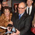 Vincent Perez, Claudia Cardinale, Alfred Schopf ( PDG, Leica Camera AG) - Inauguration du Concept Store Leica à Paris, rue Faubourg Saint-Honoré le 18 décembre 2014