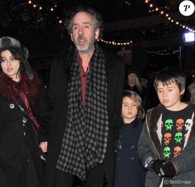 Tim Burton, Helena Bonham Carter et leurs enfants Billy Raymond et Nell à l'ouverture du Winter Wonderland de Hyde Park à Londres, le 20 novembre 2014.