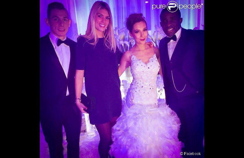 Lucas Digne et Tiziri, sublime dans une robe de Kim Ktorza pour Diamant Blanc Couture, pendant leur mariage, avec Rio Mavuba le 27 décembre 2014.