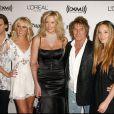 Rod Stewart avec ses enfants Sean, Kimberly et Renee, et sa compagne Penny Lancaster en février 2006 à Los Angeles.