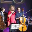 Gautier Capuçon et Marianne James, entourés d'un jeune talent de Prodiges sur France 2, le samedi 27 décembre 2014.
