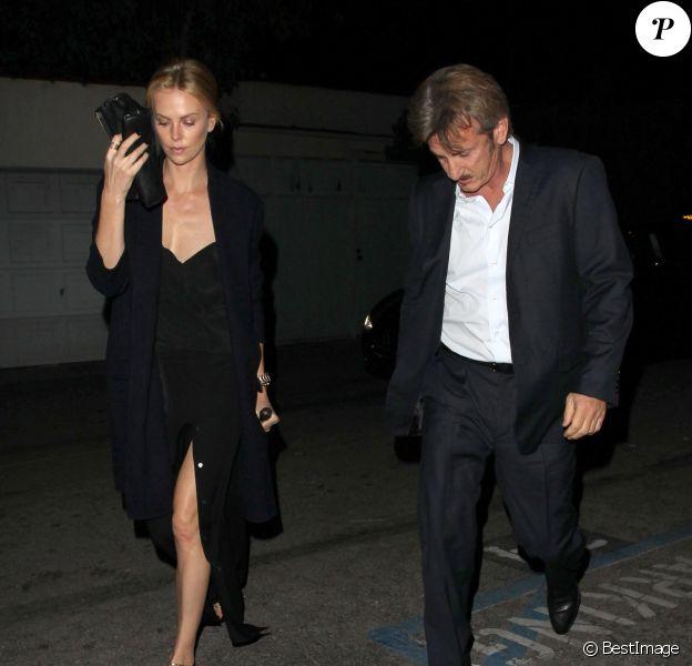 Charlize Theron et son compagnon Sean Penn lors d'une soirée au restaurant Craig à West Hollywood le 5 janvier 2015