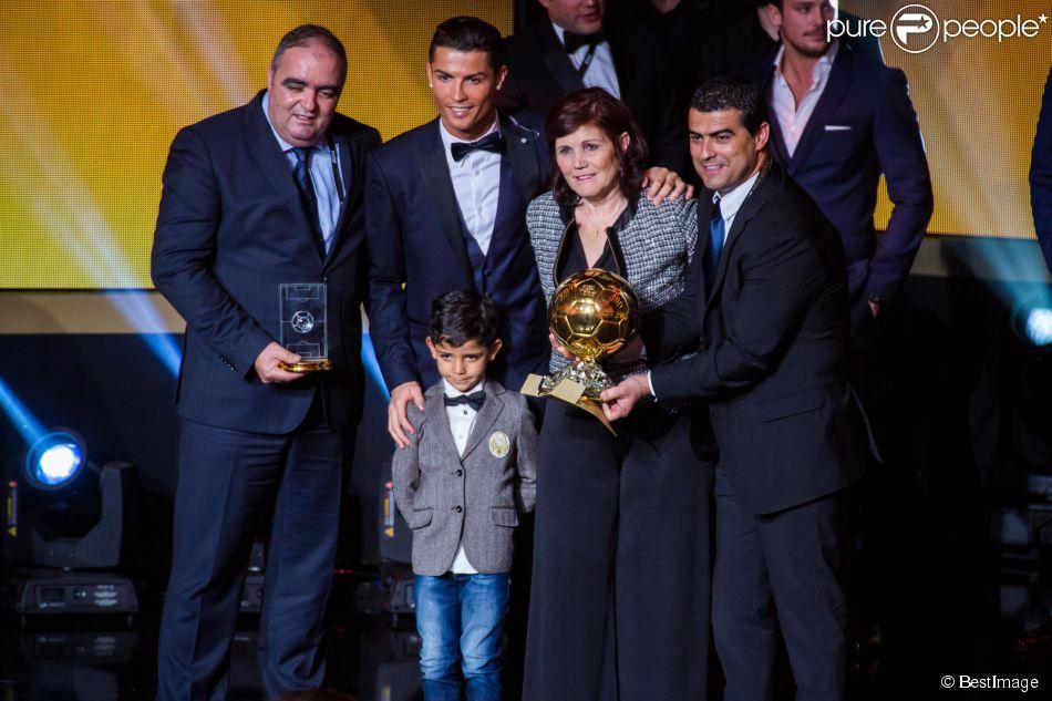Cristiano Ronaldo, sa mère Dolores et son fils Cristiano Ronaldo Junior - Gala FIFA Ballon d'Or 2014 à Zurich, le 12 janvier 2015.