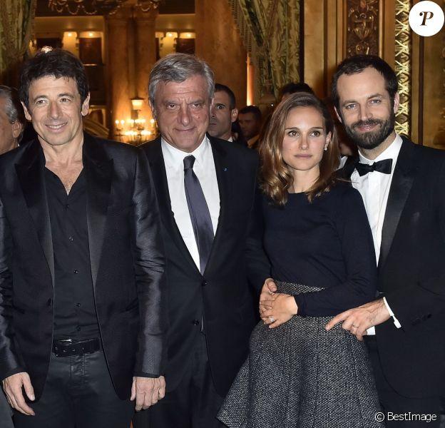 Manuel Valls avec sa femme Anne Gravoin, Patrick Bruel, Sidney Toledano, Natalie Portman et son mari Benjamin Millepied - 40e anniversaire du Conseil Pasteur-Weizmann à l'Opéra Garnier à Paris le 12 janvier 2015.