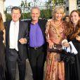 Mark Shand, frère de la duchesse Camilla Parker Bowles, avec sa soeur Annabel Elliot et sa fille Ayesha Shand (à droite) en juin 2010 lors d'une dîner caritatif