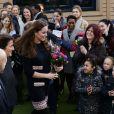 Kate Middleton, duchesse de Cambridge, enceinte de 6 mois, s'est rendue à l'école primaire Barlby dans l'ouest de Londres le 15 janvier 2015 pour baptiser The Clore Art Room, un atelier d'art-thérapie sous l'égide de The Art Room, dont elle est la marraine.