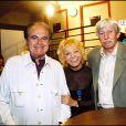 Isabelle Aubret entourée de Guy Béart et Jean Ferrat à Paris le 25 avril 2002