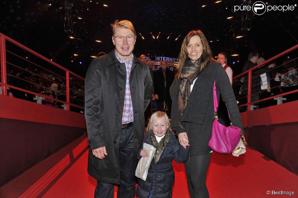 Mika Häkkinen (ancien pilote de Formule 1), sa compagne Marketa Remesova et leur fille Ella - La Princesse Stéphanie de Monaco et ses filles Camille Gotlieb et Pauline Ducruet ont assisté à la 4ème représentation du 39e Festival International du Cirque de Monte-Carlo au chapiteau de Fontvieille à Monaco, le 18 janvier 2015.