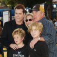 Ray Liotta au côté de James Caan, son épouse Linda et leurs enfants James et Nicholas à Los Angeles, le 28 octobre 2007.