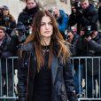 Joana Preiss arrive au défilé Haute Couture Chanel Spring-Summer 2015 le 27 janvier 2015