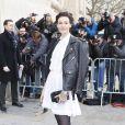 Erin O'Connor arrive au défilé Haute Couture Chanel Spring-Summer 2015 le 27 janvier 2015