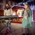 Erza, finaliste de  La France a un incroyable talent 2015  et Marina d'Amico de  The Voice  ont chanté ensemble le titre de Stromae,  Papaoutai . Dé