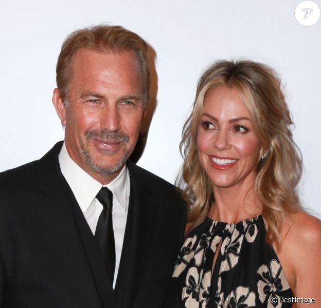 """Kevin Costner et sa femme Christine Baumgartner à la 14ème soirée """"AARP Movies for Grownups"""" à Beverly Hills. Le 2 février 2015"""