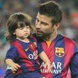 Gerard Piqué et son fils Milan - Shakira (enceinte) et son fils Milan vont encourager Gerard Piqué et le FC Barcelone au Camp Nou le 18 octobre 2014