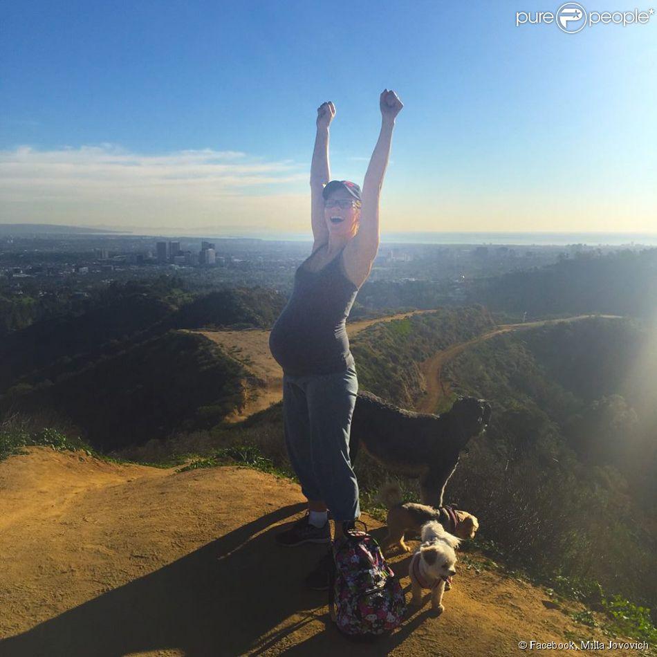 Milla Jovovich enceinte. Photo postée le 13 février 2015.